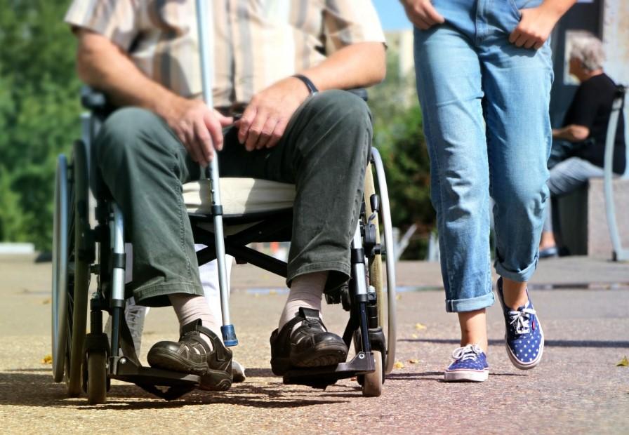 Medicinski pripomoček - invalidski voziček